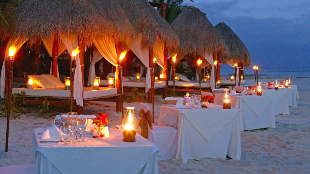 Candlelit-Beach-Dinner